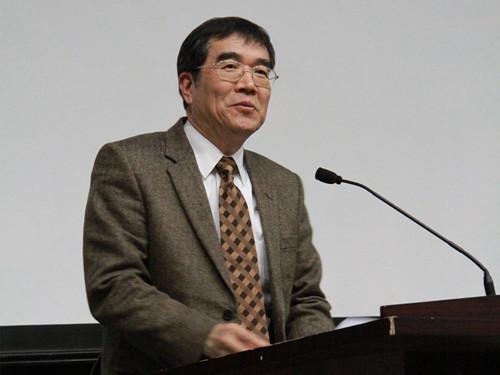副理事长叶兴国主持大会